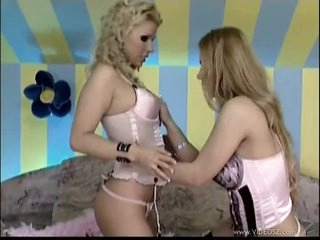 Dorothy Black & Ginger Jones Involved In Hawt Lesbo Sex