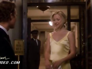 Kate Hudson Looking Astonishingly Beautiful With That Yellow Dress On