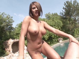 Concupiscent Brunette MILF Camryn Kis Gives a Spectacular Outdoor Blowjob