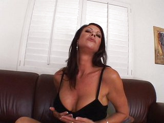 Mature Vanessa Videl toying pussy really fast