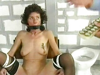 Two horny inmates got tied to a chair by two police officier