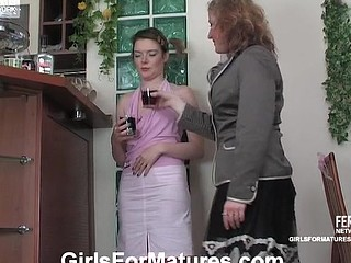 Elisabeth&Ninette older in lesbo action