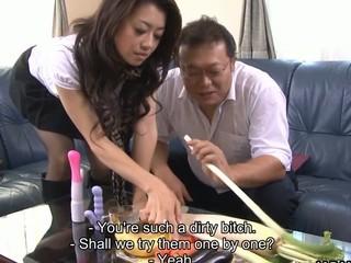 Japanese old bag Sayuri Shiraishi masturbating