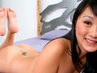 Evelyn Lin Gives Her Paramour a Hawt Footjob